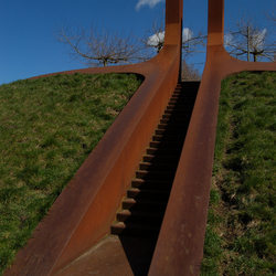 De Roestplek trap en 1e poort