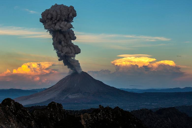 vulcano eruption_sumatra - Vulkaan eruptie Sumatra, Indonesie.