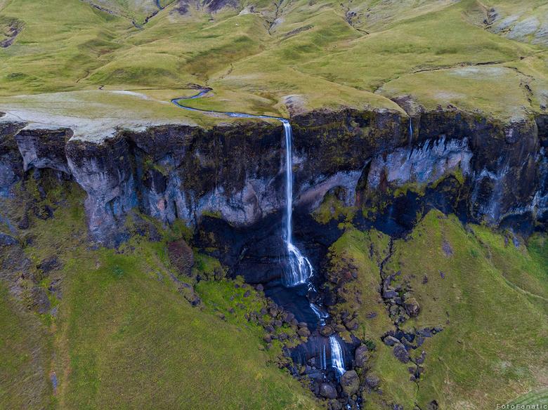 Foss de Sidu - Foss de Sidu...<br /> <br /> Deze waterval is vanaf de grond al mooi. Maar vanuit de lucht nog mooier.. De berg die een golvende vorm