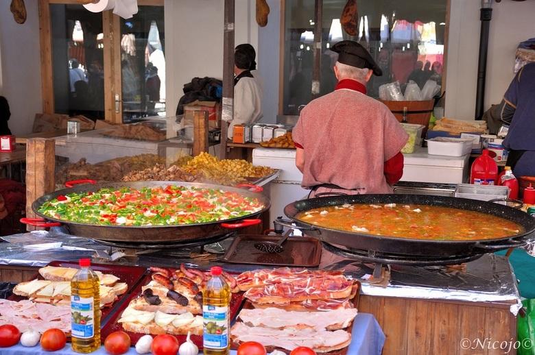 """paella....streetfood - Ook in de middeleeuwen moesten ze eten....<br /> sterrenrestaurant.....<img  src=""""/images/smileys/smile.png""""/>"""