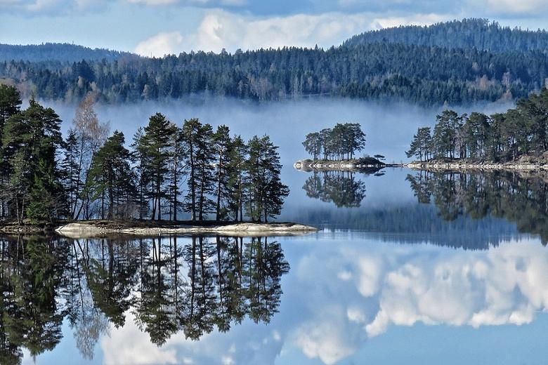 Ja...dit is Noorwegen - Eind vorig jaar mijn abonnement op Zoom opgezegd,kon daarna niet uploaden, nu foto's verwijdert...en heb ik weer wat ruim