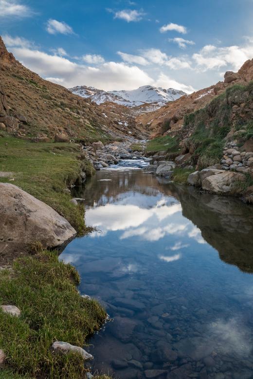 Flush the Mountain - Een rivier in het Jebel Siroua berggebied in Marokko. Onze gids vertelde dat dit pas de 2e keer in zijn 16 jaar als gids was dat