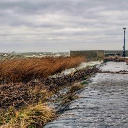 Storm op de pier. HDR