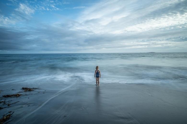 Lange sluitertijd en de atlantische oceaan - Meisje en de zee