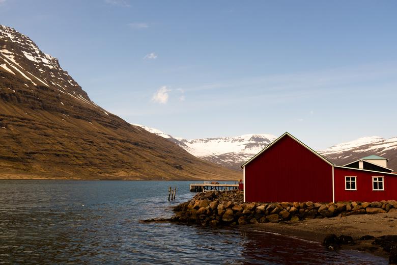Eskifjörður - Eskifjörður is een leuk kustplaatsje midden in de oostelijke fjorden. <br /> Eskifjörður werd in 1789 een officiële handelspost en is s