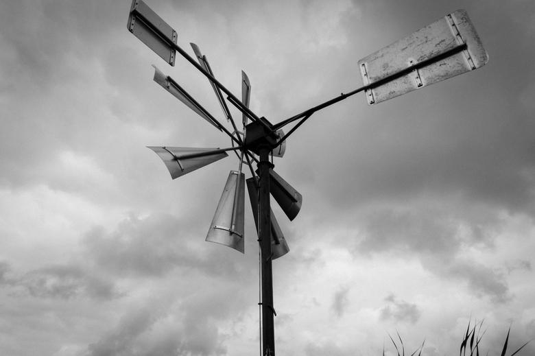 Windmolen - Ouderwetse windmolen tussen Zwartsluis en Meppel