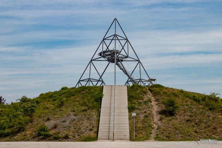 Tetraeder in Bottrop - Tetraeder, kunstwerk boven op een berg in Bottrop (Duitsland)