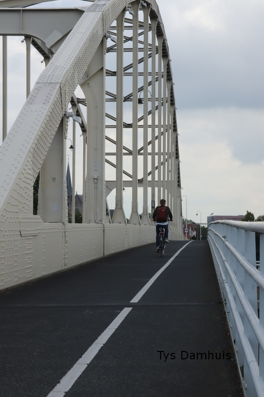 Deventer 2020 - gewoon een foto van een mooie brug die over de ijssel gaat in deventer