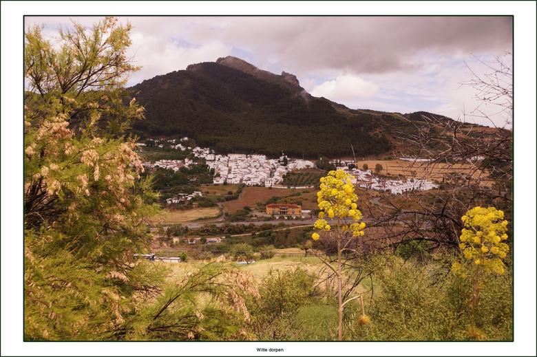 Witte dorpen - Een wit dorp in de Sierra de Grazalema. Dit gebied ligt ten noorden van de stad Ronda en is het natste gebied van Spanje. Er valt 3 kee