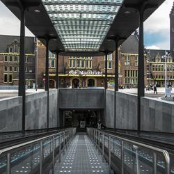 Maastricht, nieuwe ondergrondse fietsenstalling voor stationsgebouw.