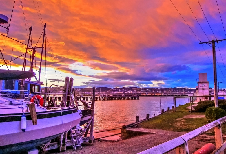Skylight at Timaru Harbor - Foto gemaakt door mijn broer en door mij bewerkt (kleuren wat aangedikt en her en der de schaduwen wat opgelicht), van de