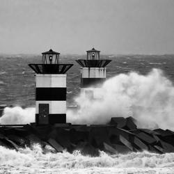 Storm bij de havenmond