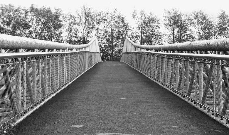 over de brug - een brug langs amsterdam-rijnkanaal. Wie wil hier nou niet over?