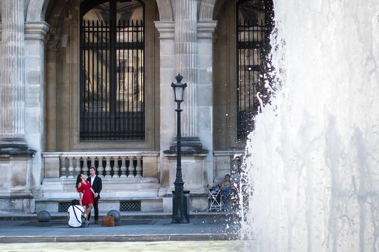 Een fotoshoot in Parijs - Hier was ik getuige van een fotoshoot bij het Louvre Museum in Parijs.