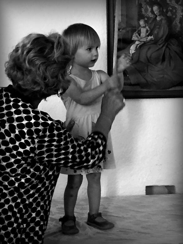 oma en kleinkind - De vorige is in sepia,,, ben benieuwd welke jullie mooier vinden.<br />