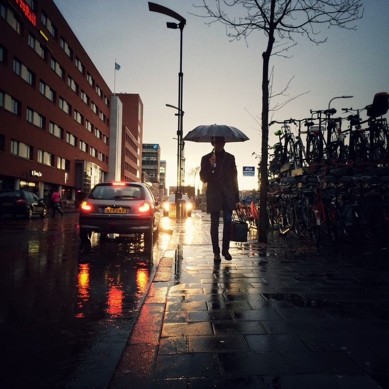 17:43 - Latefromwork. - Station Zwolle. (Iphone 5S)