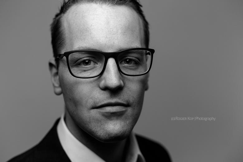 Tim - Single light portret van mijn neef Tim Buffing.<br /> Beautydish met diffuser direct boven de camera.