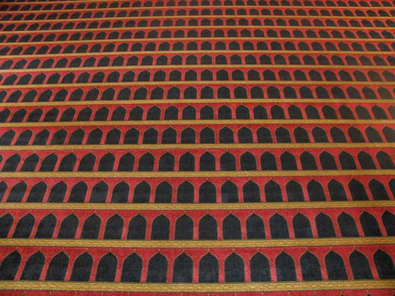 Choose your spot... - Vloer van de Mohammed al-Amin moskee in Beiroet. Indrukwekkende moskee. Kon het niet laten deze vloer even los van de rest op de