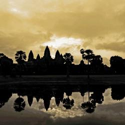 De zon op boven Angkor Wat