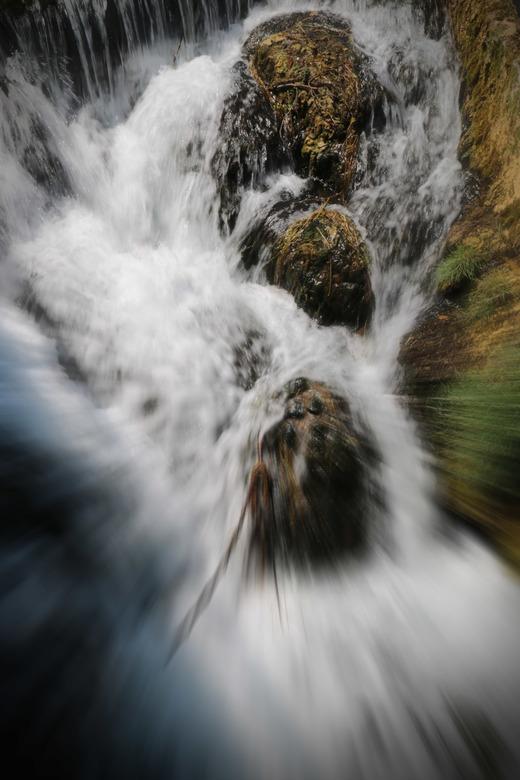 water valt -