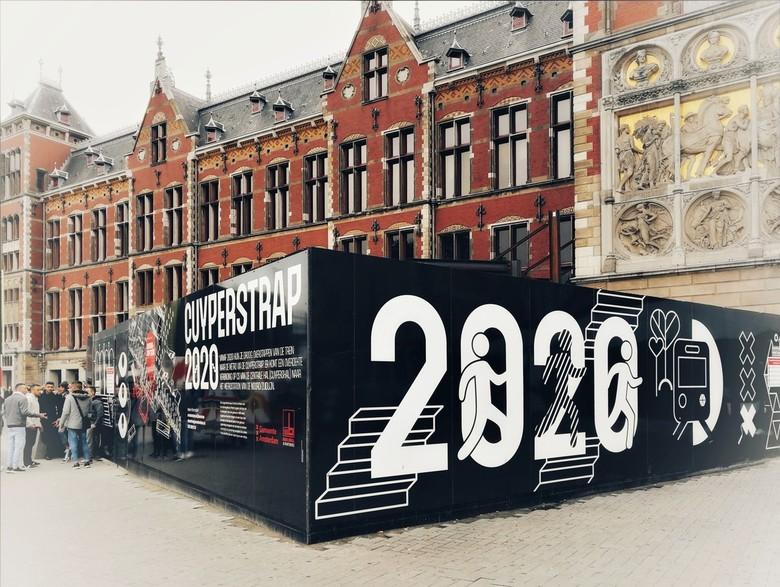Bewerking: Openbaring in 2020 .  - AMSTERDAM - Centraal Station - was voor velen een vaag gebied . . nu een duidelijke omheining met info.<br /> <br