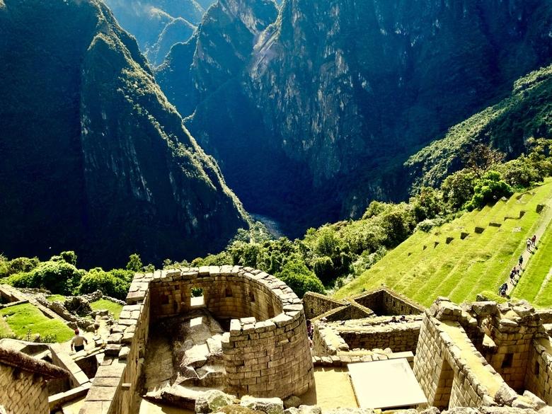 De zonnetempel / Machu Picchu - Machu Picchu ligt op ± 2000 meter in het Andes gebergte, de stad werd in 1983 opgenomen in de Werelderfgoedlijst van U