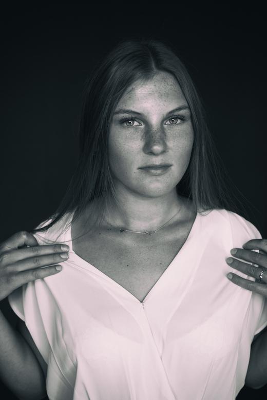 Saskia - Een portret van Saskia, gemaakt in de studio met daglicht. <br /> <br /> Gemaakt met: Canon 5D Mii <br />
