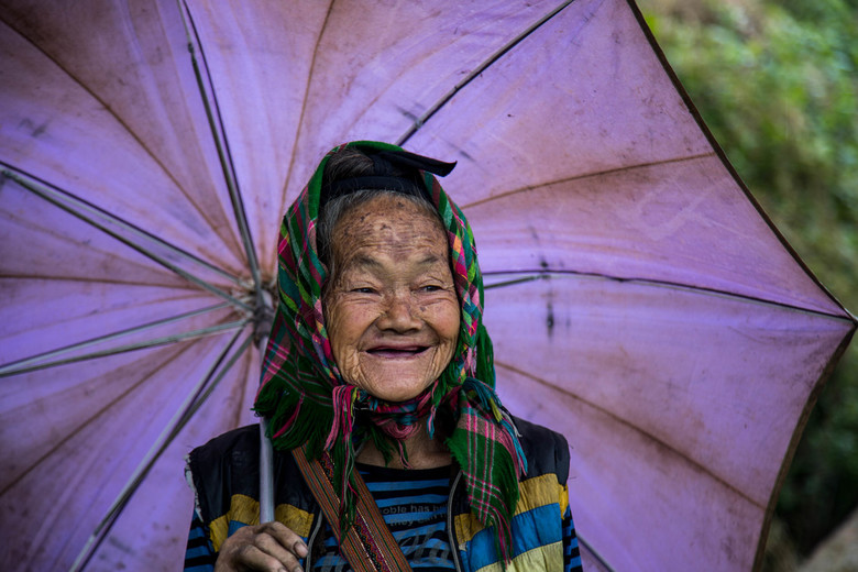 Sapa Woman - Kwam deze mooie vrouw tijdens een wandeling tegen in Sapa, Vietnam.<br /> Niks geposeerd, gewoon die natuurlijke, mooie glimlach. Wellis