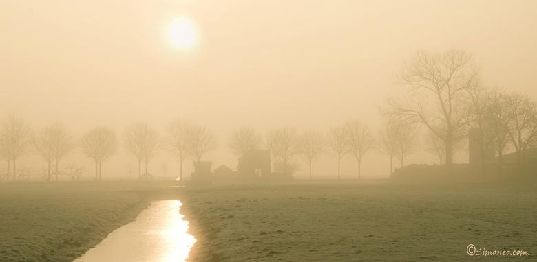 Mistige morgen in de Purmer - Vanochtend kwam ik langs dit plekje en zag de mist. Snel m'n camera gepakt en een paar plaatjes geschoten.