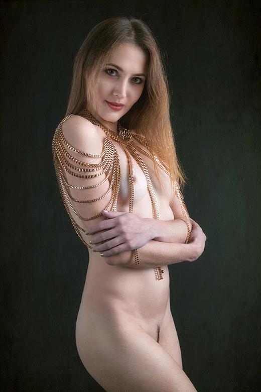 in gold - Viktoriia