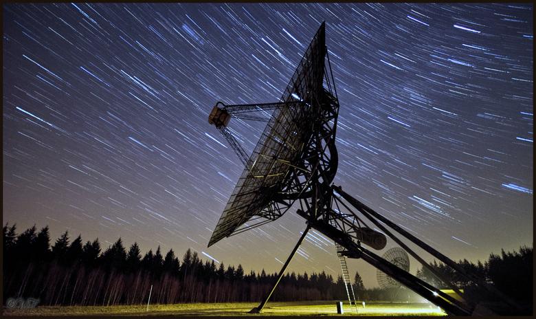 Startrails - Startrails bij een van de donkerste plekken van Nederland met heel veel sterren. 90 opnames van 30 seconden bij diafragma f4 iso 1600