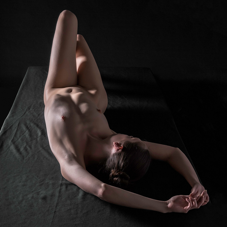 bodyscape - Kayleigh on a table