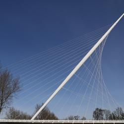Witte brug in het groene hart