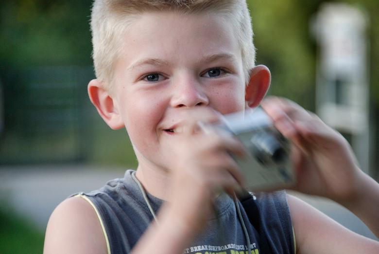 Jong geleerd is... - Mijn zoon Jochem, 9 jaar, kreeg tijdens onze afgelopen zomervakantie in Zeeland de smaak van zelf fotograferen te pakken. Hij wil