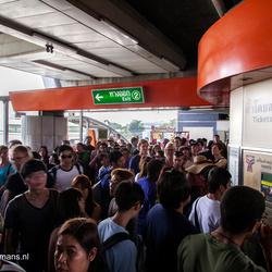 Drukte bij de metro in Bangkok
