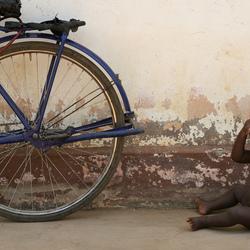 Fiets en Jongen, Sierra Leone.