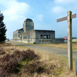 Radio Kootwijk, het gebouw in de omgeving