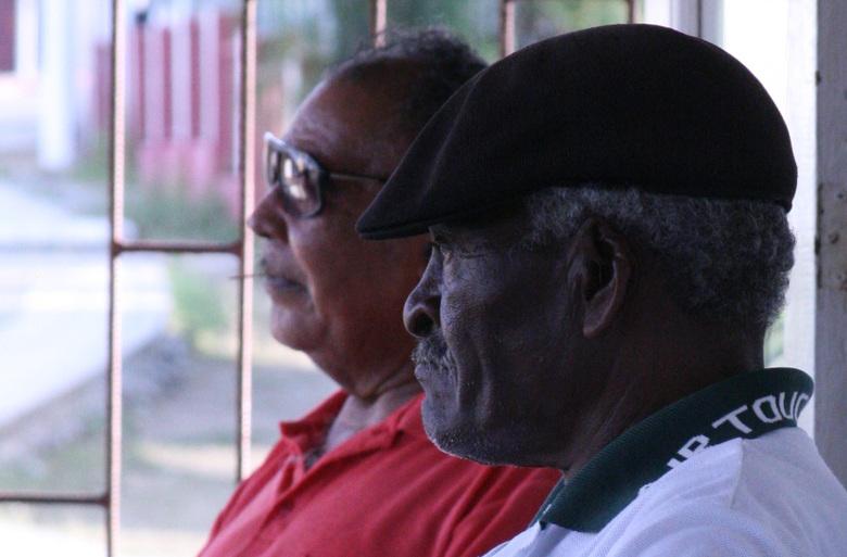 Dos Cubaneros... - ...maar dan wel in Rincon, Bonaire. Het druilerige kwakkelweer doet me momenteel naar het zonnige onbezorgde leven van Rincon, Bona