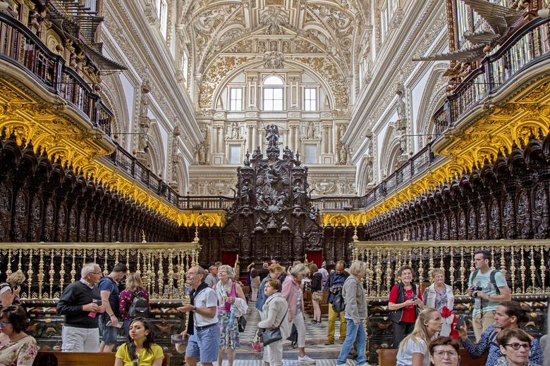 Spanje 79 - De andere kant op gefotografeerd; sta met de rug naar het hoogaltaar van de kathedraal in de Mezquita, Córdoba.