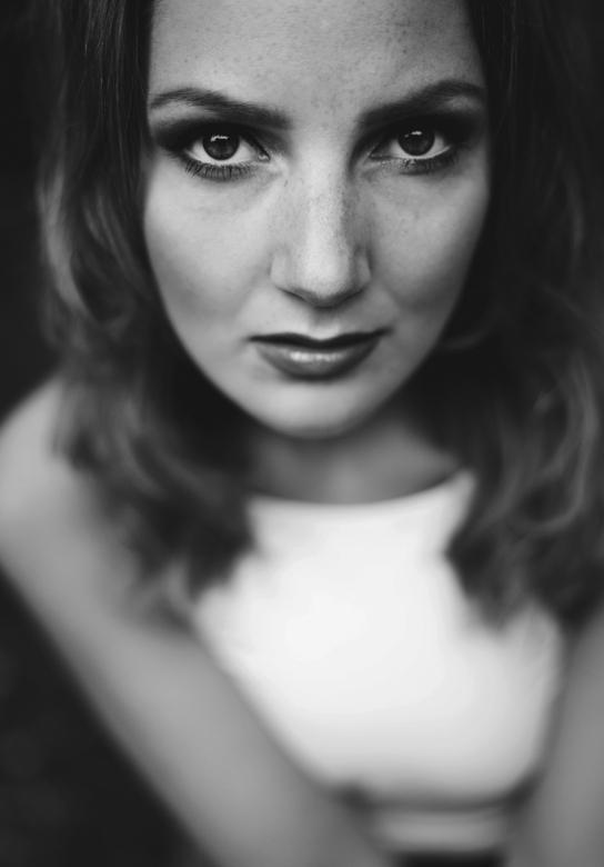 Zelfportret - Ik had vandaag zin om wat te make-uppen en foto's te maken, heb wel gemerkt dat met daglicht make up toch wat minder goed uit komt.