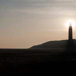 Gouden zonsopkomst achter de Eierlander vuurtoren
