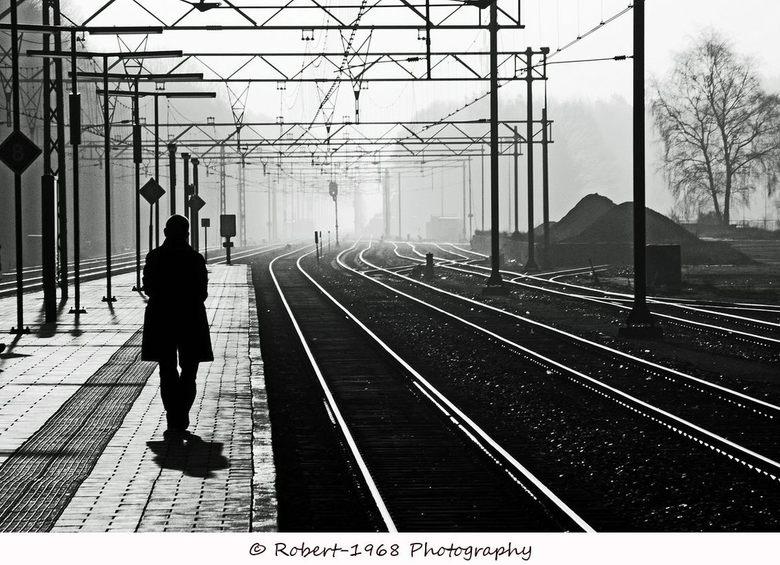 To the end - Deze foto is gemaakt op station Ede-wageningen. Vroeg in de ochtend tegen het licht in met mijn nd filter. Doordat het een beetje heiig w