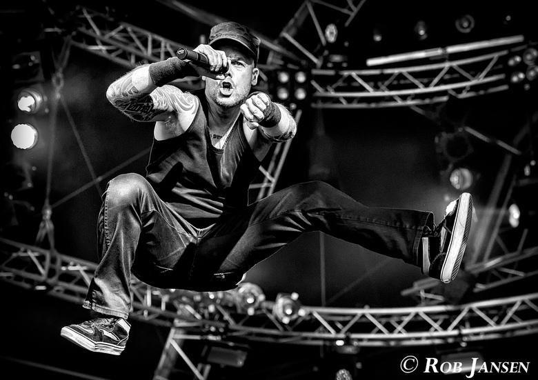 Heideroosjes in actie! - Marco Roelofs van de Heideroosjes in actie in een van de laatste concerten van deze geweldige band!