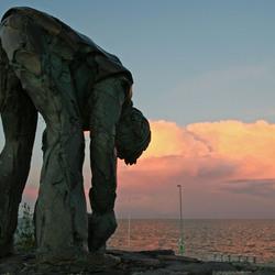 Steenlegger Afsluitdijk bij zonsondergang