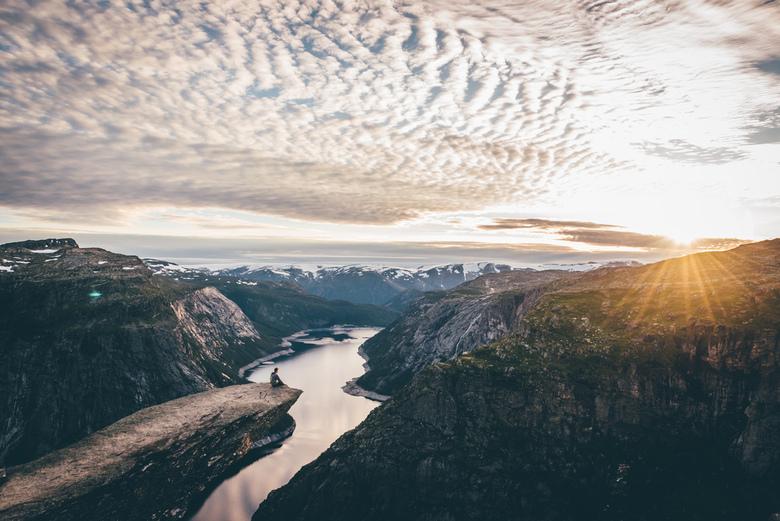 Trolltunga. - Net terug van een tripje naar Noorwegen als kookouder van een bende Jinners. (17-18 jarigen-tak bij de scouts). Een van de activiteiten