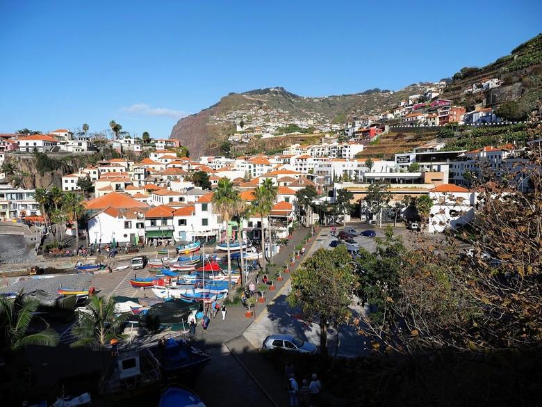Mijn Reizen - We gaan elke dag met een bus  op stap de rest van het eiland verkennen het   heeft  middel hoge bergen met mooie vergezichten . <br />