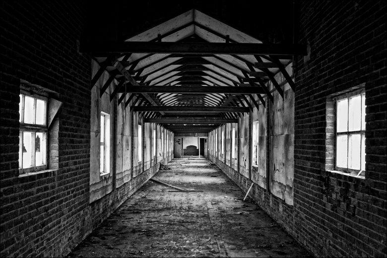 Walking these empty halls.. - Steenfabriek Milsbeek (Limburg)