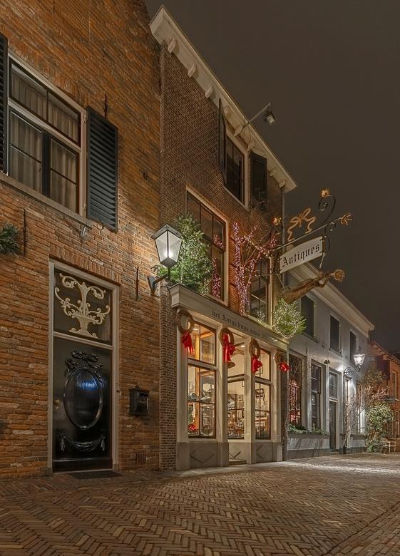 Oud Antiek Winkeltje in Deventer - Toen ik afgelopen Maandag door de oude straatjes in Deventer wandelde stuite ik op dit mooie winkeltje voor avondfo