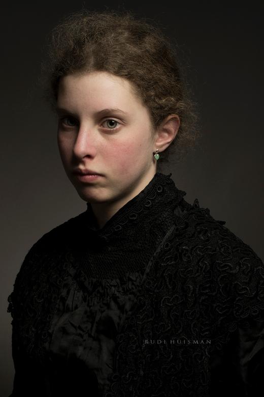 Birgitte - portret uit een serie van klassieke portretten, geinspireerd op de oude meester licht technieken uit de gouden eeuw.