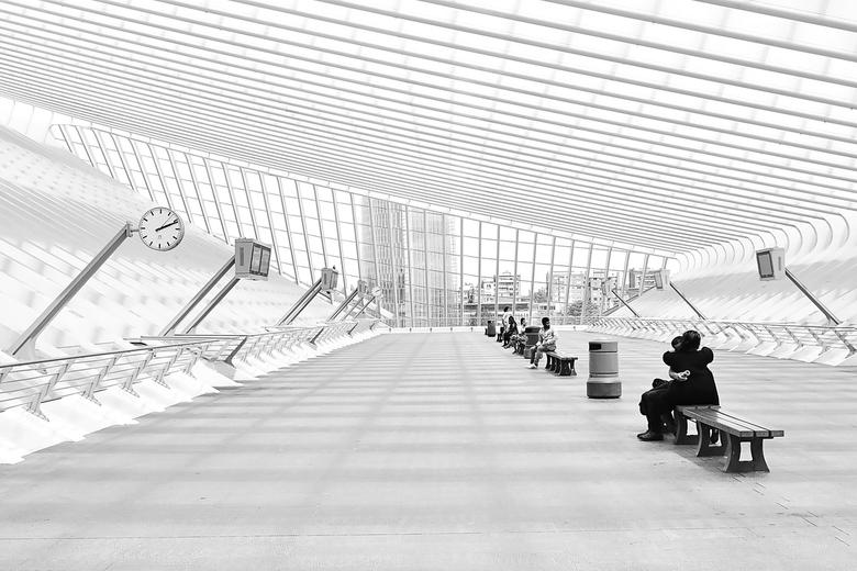 Architectuur in stad / Straatfotografie - Straatfotografie zwart-wit combinatie architectuur Luik